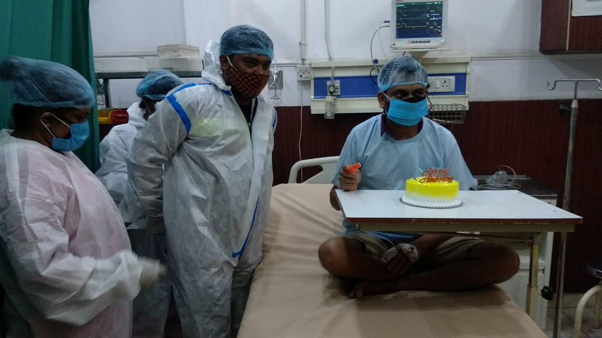 डॉक्टरों ने संक्रमित मरीजों में बाटी खुशियां, अस्पताल के आईसीयू वार्ड में मनाई शादी की सालगिराह