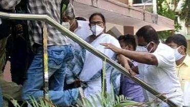 कानून तोड़ने पर ममता के खिलाफ कार्रवाई के लिए स्वतंत्र है CBI: सुप्रीम कोर्ट