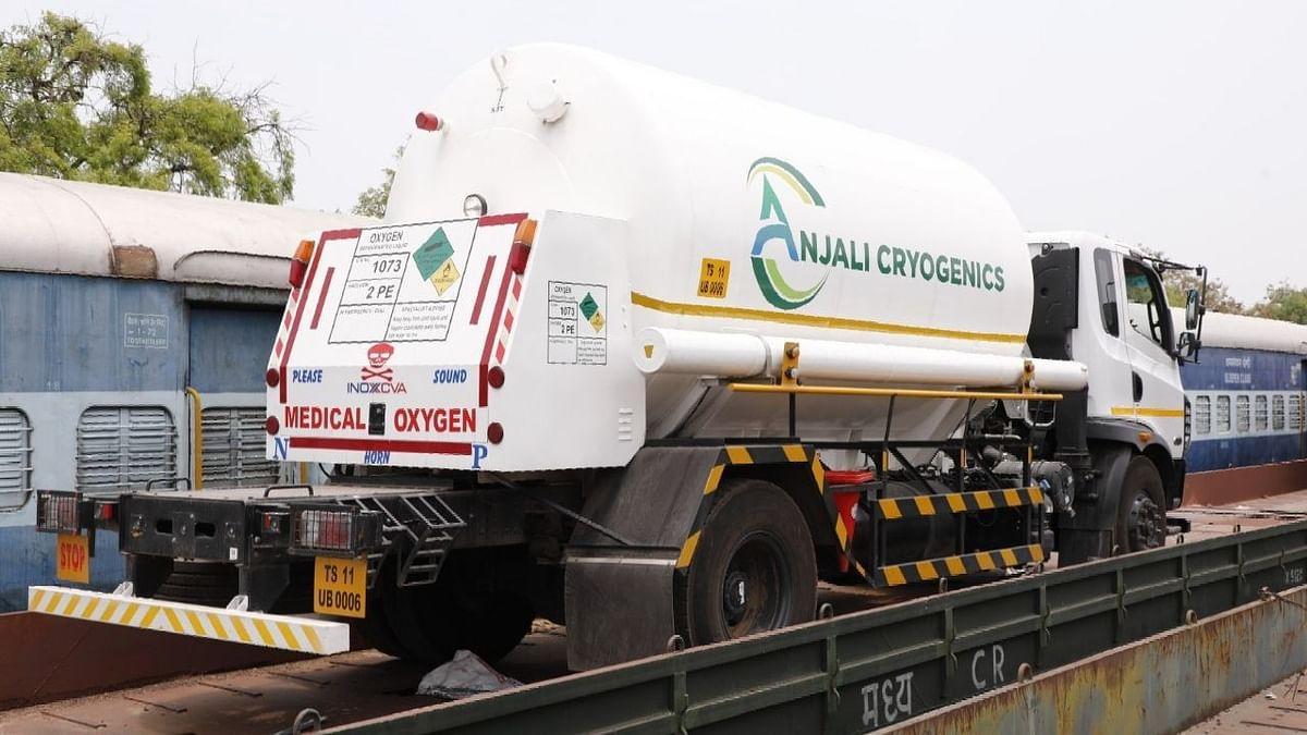 रेलवे दिल्ली, यूपी, तेलंगाना को और अधिक मेडिकल ऑक्सीजन पहुंचाएगा