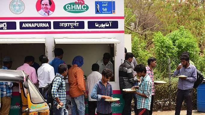 हैदराबाद में अन्नपूर्णा कैंटीन में जरूरतमंदों के लिए मुफ्त भोजन