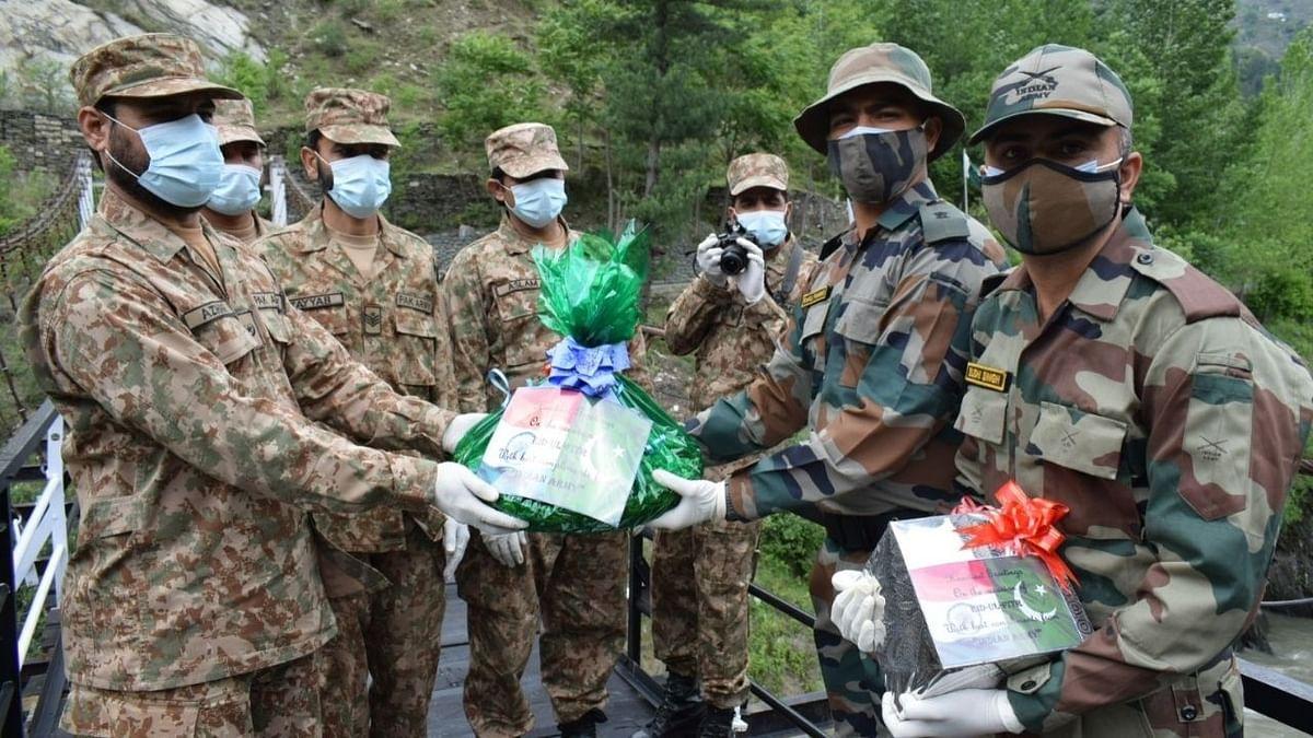 ईद पर भारत और पाकिस्तान की सेनाओं के बीच मिठाई का आदान-प्रदान