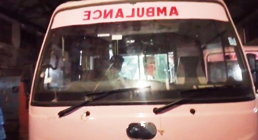 तेलंगाना पुलिस ने आंध्र प्रदेश से आने वाली एम्बुलेंस को वापस भेजा, 2 कोविड रोगियों की मौत