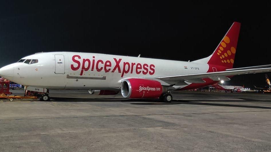 चीन और हांगकांग से 2450 ऑक्सीजन कंस्ट्रेटर लेकर भारत पहुंचा स्पाइसजेट का विमान