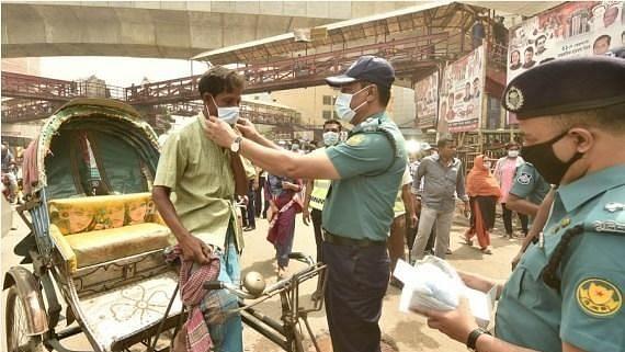 बांग्लादेश ने लॉकडाउन बढ़ाया, परिवहन प्रतिबंधों में ढील दी