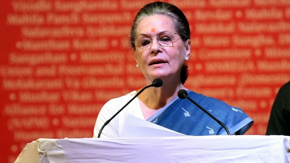 सोनिया गांधी ने रायबरेली में दाह संस्कार के लिए लकड़ी भेजी
