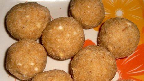 Recipe: Aate Ka Laddu (आटे के लड्डू)