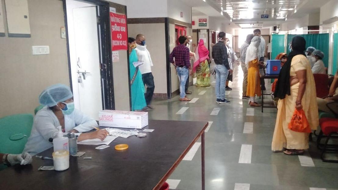 कलाम सेंटर KGMC लखनऊ में भी हो रहा है वैक्सीनेशन