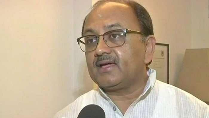 झूठ बोलना प्रियंका की आदत है: कैबिनेट मंत्री सिद्धार्थ नाथ सिंह