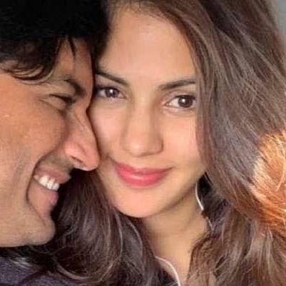 अभिनेत्री रिया चक्रवर्ती को आई दिवंगत अभिनेता सुशांत सिंह राजपूत की याद, सोशल मीडिया पर लिखा एक खास नोट