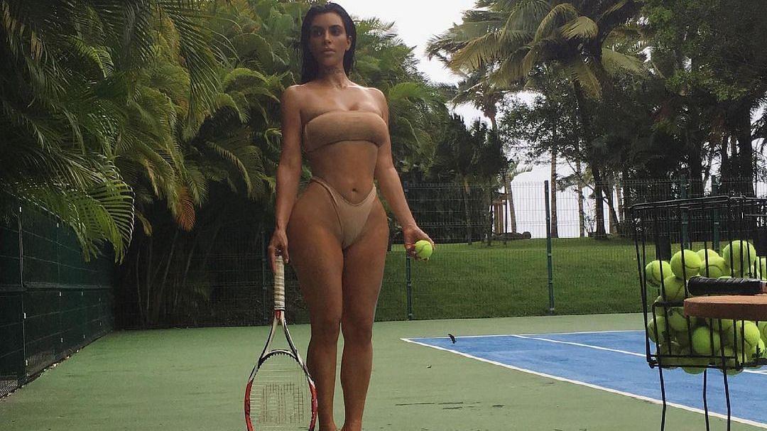 किम कार्दशियन का 'कामुक' टेनिस मैच