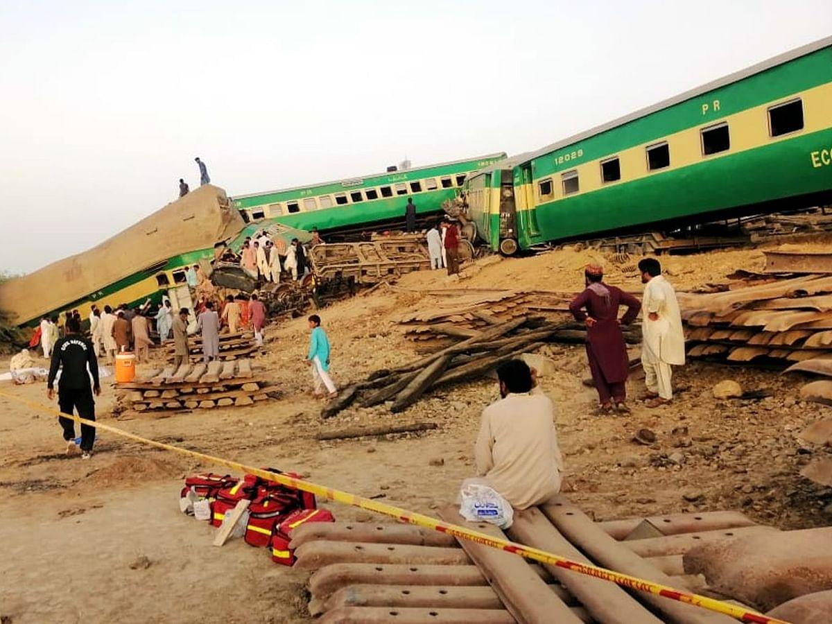 पाकिस्तान: आपस में टकराईं दो ट्रेन, 36 की मौत, 50 से अधिक लोग घायल