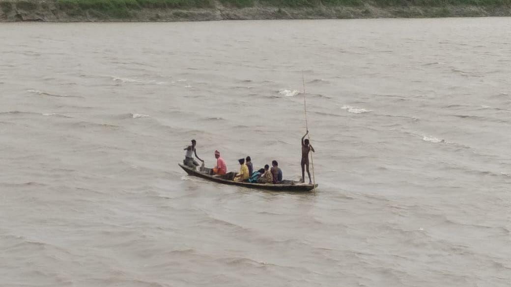 बिहार में बाढ़ के कारण समस्तीपुर-दरभंगा रेल खंड की डाउन लाइन पर परिचालन स्थगित