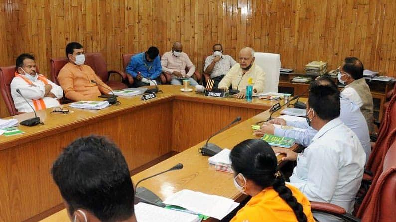 लखनऊ: अनुश्रवण समिति की बैठक को सम्बोधित करते अध्यक्ष हृदयनारायण दीक्षित