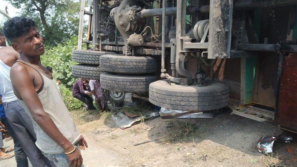 लखनऊ: सीतापुर हाईवे पर हुआ भीषण हादसा, सड़क दुर्घटना में उन्नाव के एक ही परिवार के 5 सदस्यों की मौत