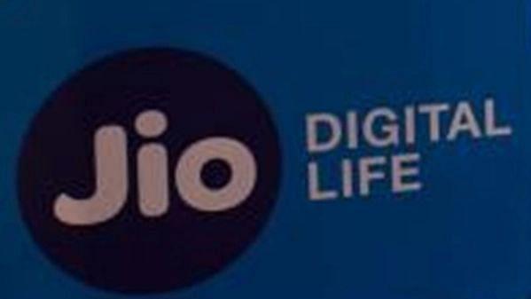 Jio अप्रैल में ग्राहकी में अव्वल, वोडाफोन आइडिया के यूजर्स की संख्या घटी