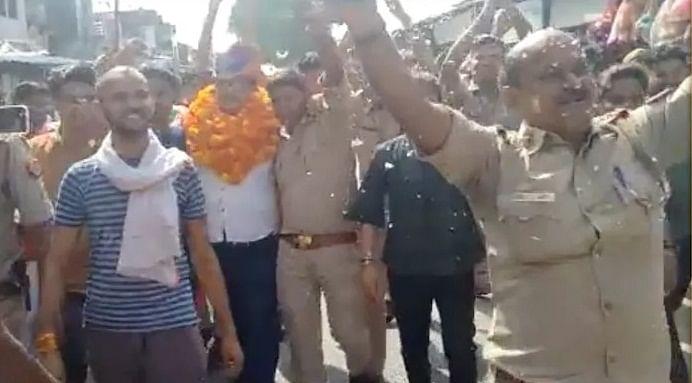 निलंबित एसएचओ को विदाई देने वाले यूपी के 14 पुलिसकर्मियों के खिलाफ कार्रवाई