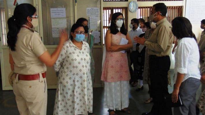 दिल्ली महिला आयोग ने किया तिहाड़ जेल के महिला सेल का निरीक्षण, जेल प्रशासन एवं सरकार को दिए सुधार सुझाव