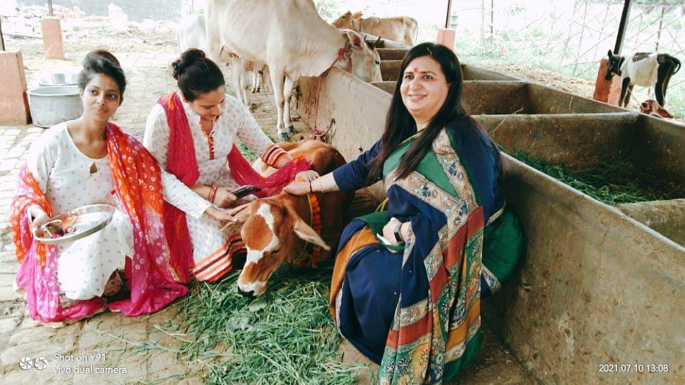 लखनऊ: बंथरा स्थित श्रीमहाकालेश्वर गौशाला में गौ दर्शन अभियान का किया गया शुभारंभ