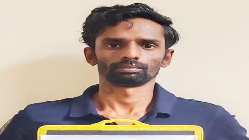 नकली शाही वंशज बनकर कर्नाटक की महिलाओं को ठग रहा था चोर, साइबर क्राइम सेल ने किया गिरफ्तार