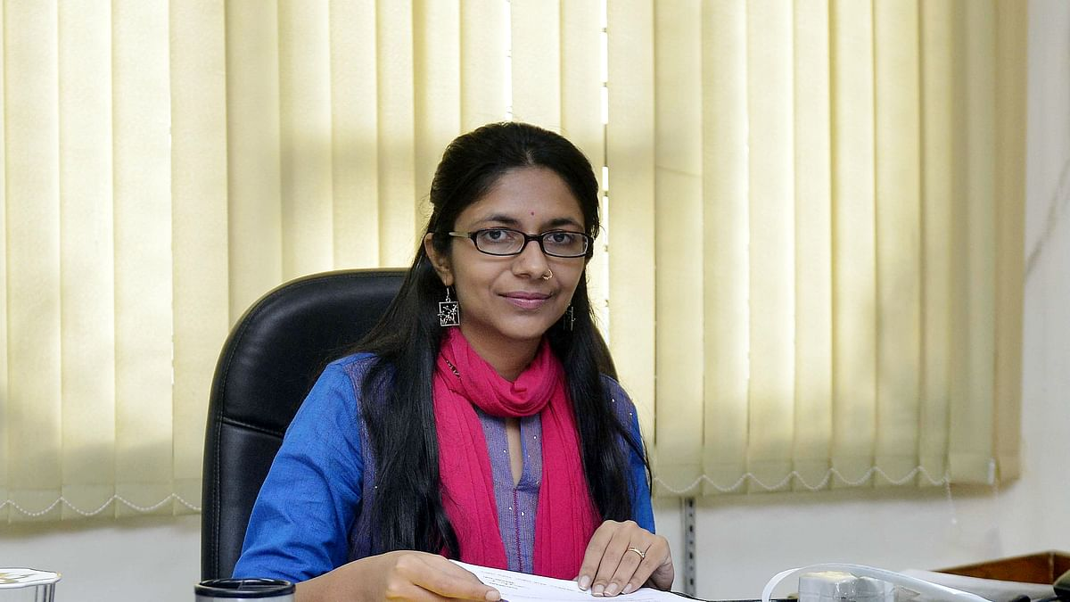 स्टॉकिंग के बढ़ते मामलों के मुद्दे पर दिल्ली महिला आयोग ने भेजा पुलिस को नोटिस
