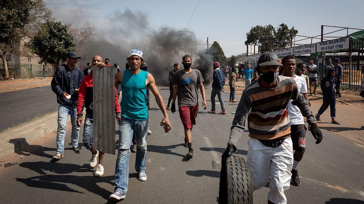 दक्षिण अफ्रीका: पूर्व राष्ट्रपति जुमा को जेल में बंद करने को लेकर हुई हिंसा में 72 की मौत