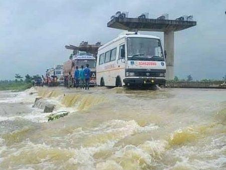 बिहार में खतरे के निशान से ऊपर बह रही नदियां, बाढ़ ने बढ़ाई परेशानी