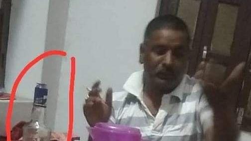 VIDEO: बिहार में भाजपा जिलाध्यक्ष शराब पीते कैमरे में हुए कैद