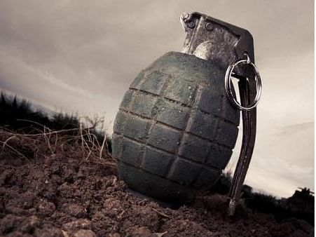 जम्मू-कश्मीर के बारामूला में ग्रेनेड हमले में CRPF के 2 जवान, नागरिक जख्मी
