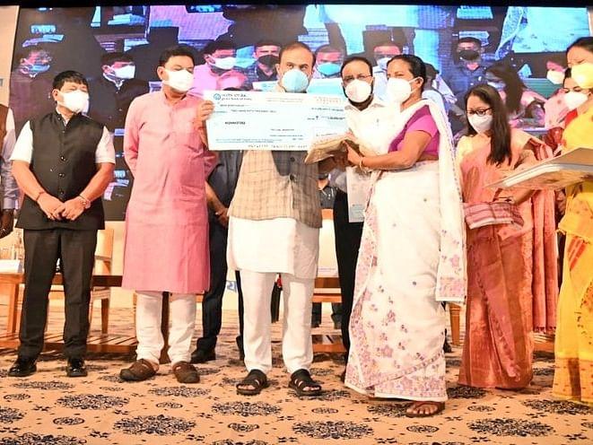 असम के मुख्यमंत्री ने कोविड प्रभावित विधवाओं के लिए वित्तीय योजना शुरू की