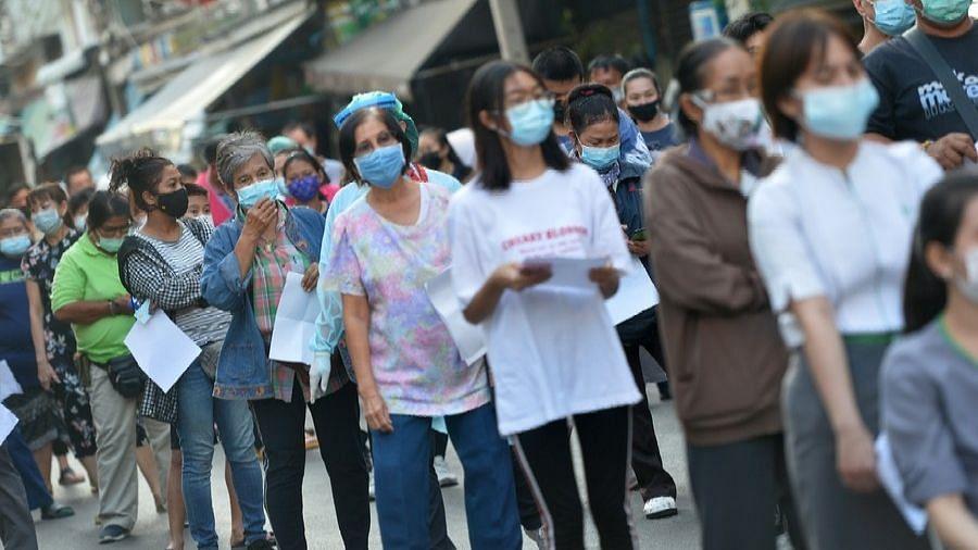 थाईलैंड ने सार्वजनिक समारोहों पर प्रतिबंध लगाया