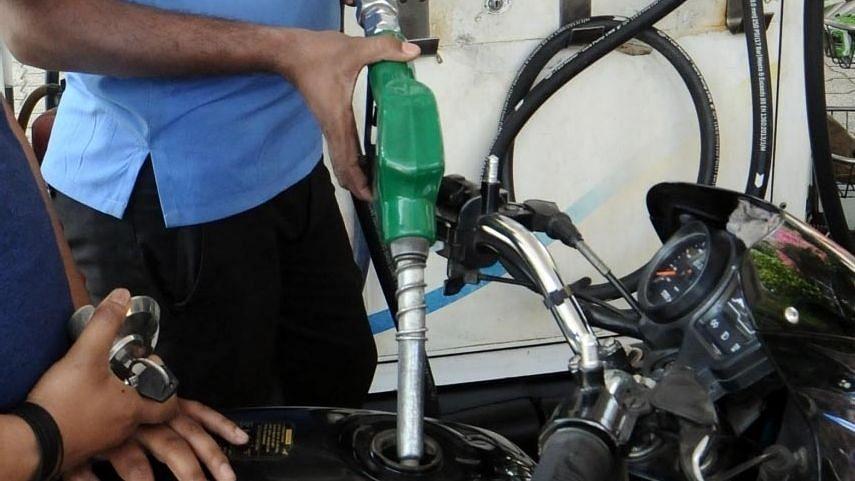 दिल्ली में पेट्रोल की कीमतों ने सेंचुरी बनाया, ईंधन दरों में बढ़ोतरी जारी