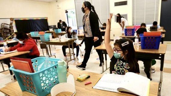 2 साल से ज्यादा उम्र के सभी लोगों के लिए अमेरिकी स्कूलों में मास्क की सिफारिश