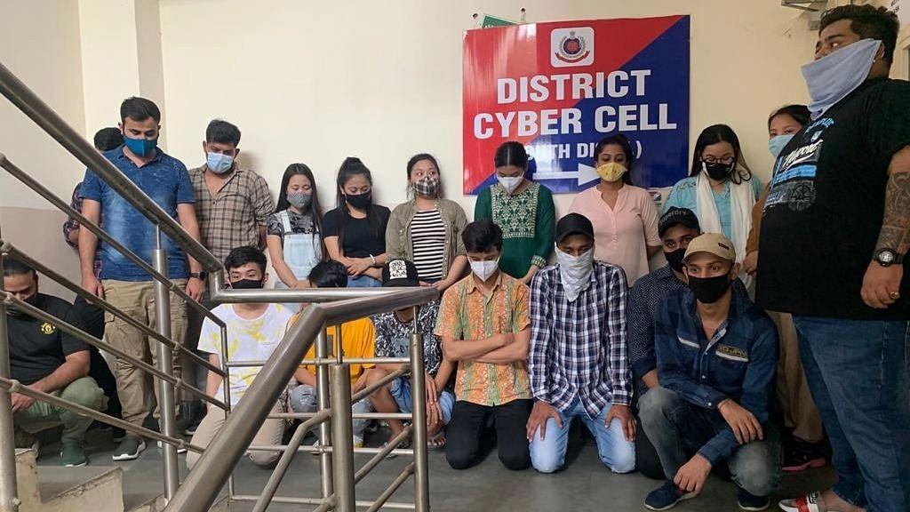 दिल्ली में एक और फर्जी कॉल सेंटर का भंडाफोड़, 19 लोग गिरफ्तार