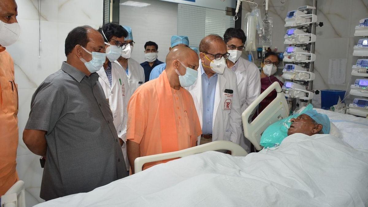 कल्याण सिंह से मिलने अस्पताल पहुंचे योगी
