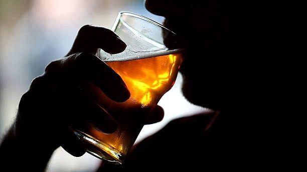 बिहार में संदिग्ध स्थिति में 8 की मौत, जहरीली शराब पीने से मरने की आशंका