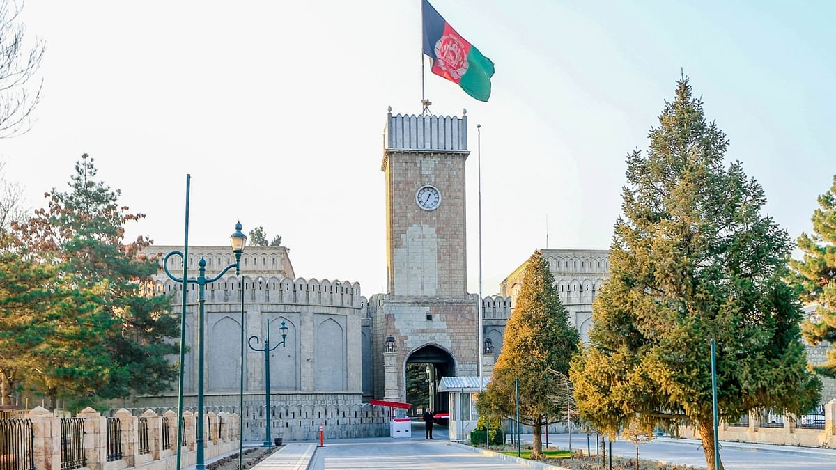 ईद की नमाज के दौरान अफगान राष्ट्रपति महल के पास रॉकेट उतरे