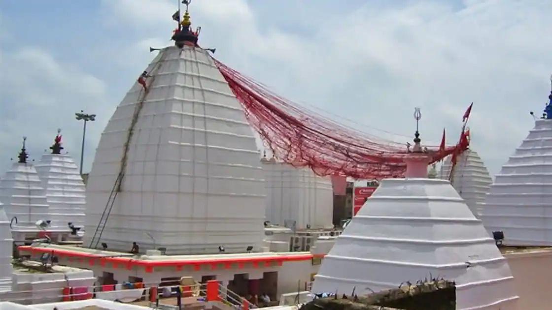 वैद्यनाथ ज्योतिर्लिंग: रावण की गलती से हुई से इस ज्योतिर्लिंग की स्थापना, कांवड़ के जल से यहाँ होता है अभिषेक