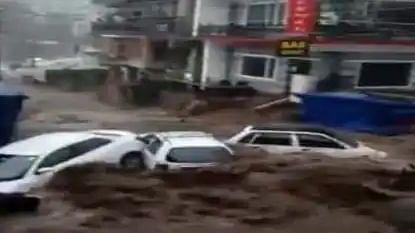 VIDEO: धर्मशाला के भागसू में फटा बादल, हिमाचल में मानसून ने लिया रौद्र रूप, देखें खौफनाक मंजर