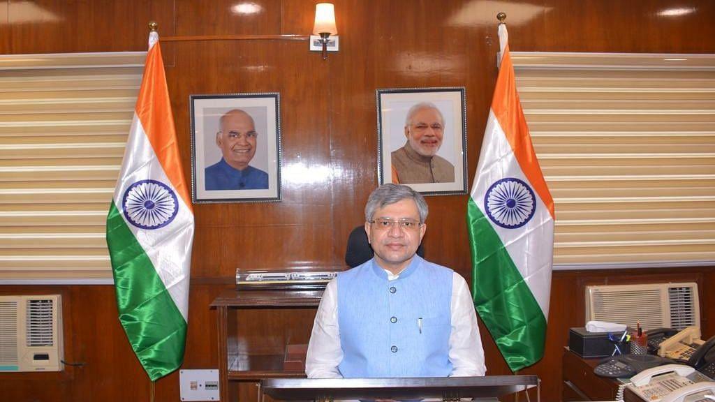 रेल मंत्री कार्यालय में दो शिफ्ट में काम करेंगे तमाम अधिकारी