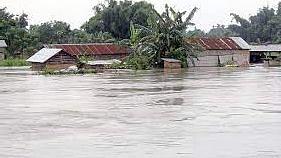 बिहार: जब गांव, घर, खेत पानी में डूबे, तो सड़क किनारे बनने लगे आशियाने