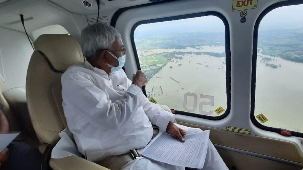 नीतीश ने बाढ़ग्रस्त क्षेत्रों का किया हवाई सर्वेक्षण, कहा, 'नेपाल, झारखंड में अधिक बर्षापात से बाढ़ की स्थिति'