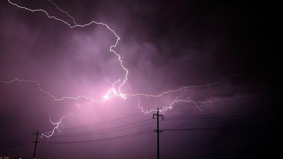 उत्तर प्रदेश: आकाशीय बिजली गिरने से 38 की मौत, योगी ने दिए राहत के आदेश