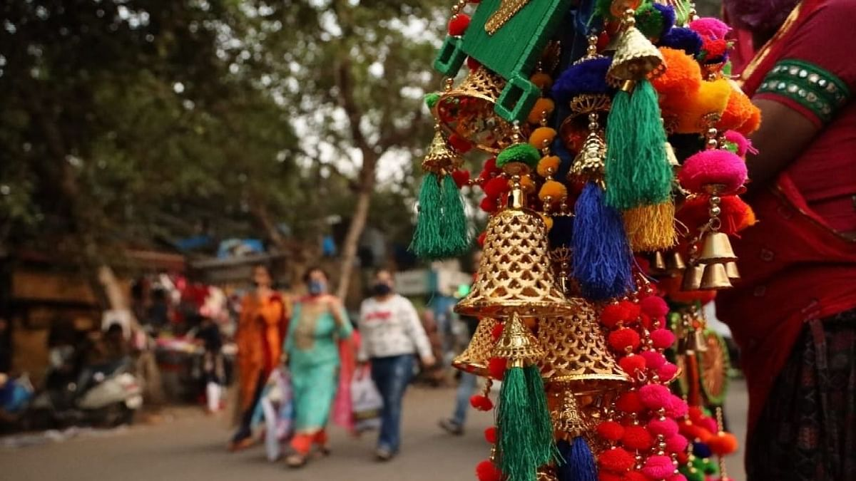 दिल्ली का सरोजिनी नगर बाजार कोविड मानदंडों के उल्लंघन पर बंद