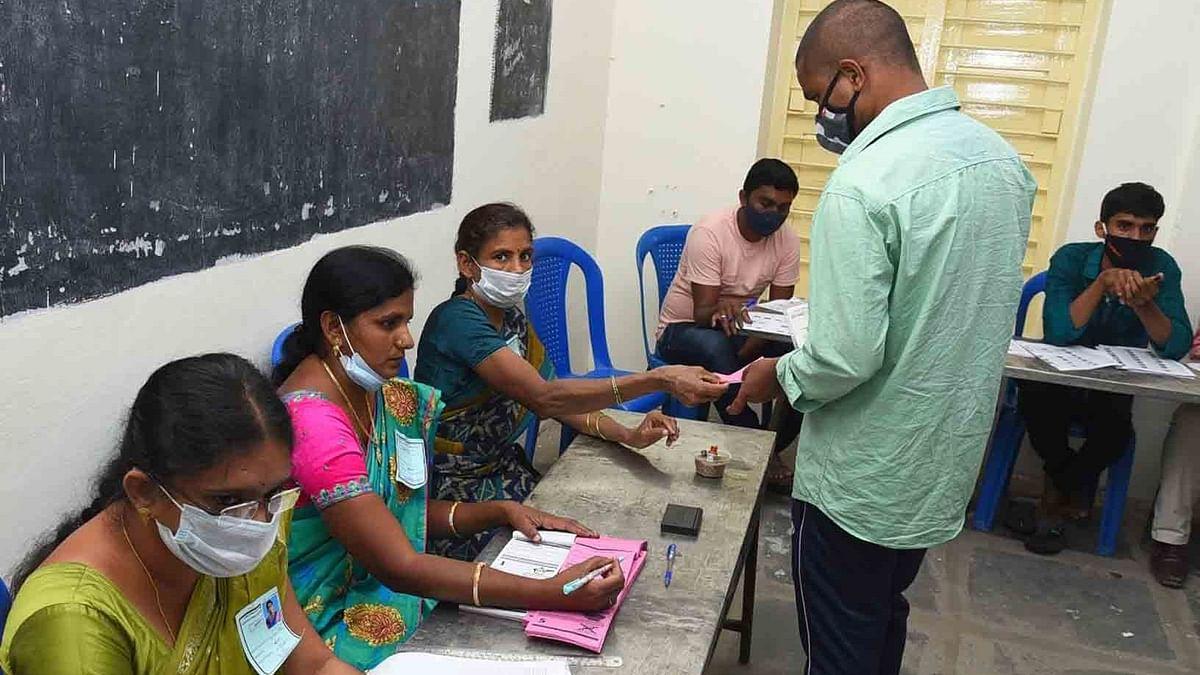 यूपी में 2,020 परिवारों को चुनाव ड्यूटी के दौरान कोविड से हुई मौत के लिए मिलेगा मुआवजा