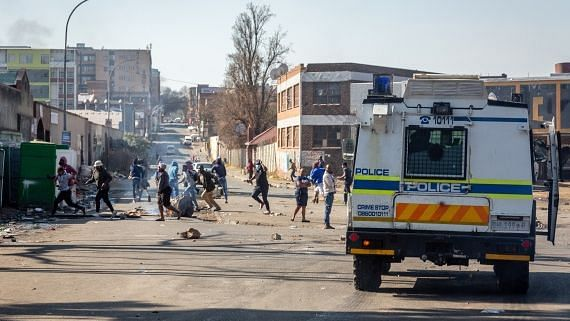 अफ्रीका में कथित तौर पर अशांति भड़काने वाले छह लोग गिरफ्तार