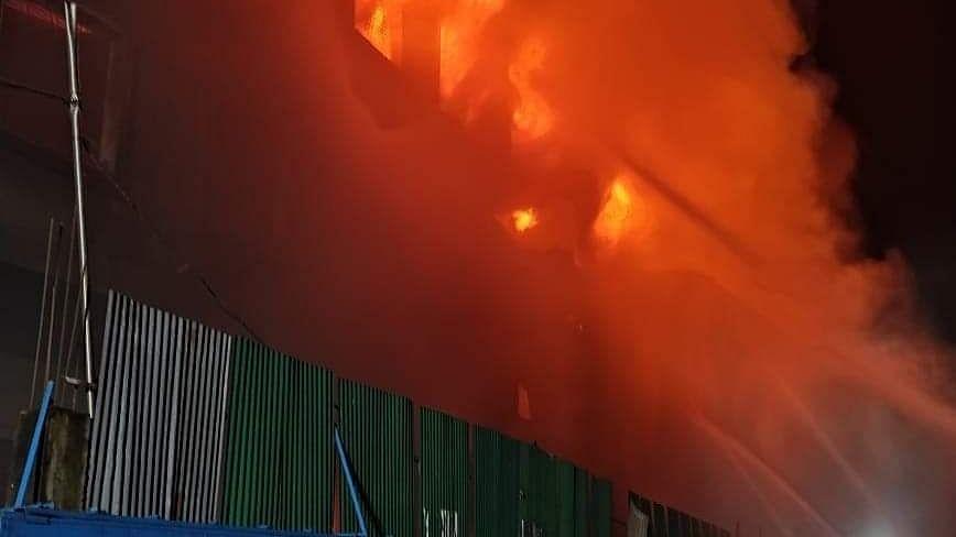 बांग्लादेश: जूस की फैक्ट्री में आग लगने से 3 महिला श्रमिकों की मौत