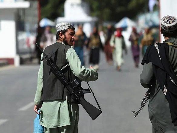 काबुल हवाईअड्डे पर भारी हथियारों से लैस तालिबान का कब्जा