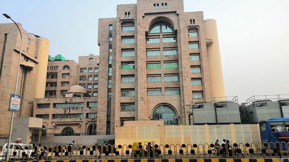 लखनऊ: अपर मुख्य सचिव रजनीश दुबे के निजी सचिव ने बापू भवन में खुद को गोली मार कर की आत्महत्या