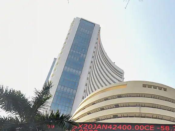 नई ऊंचाइयों पर शेयर बाजार: Sensex 500 अंक चढ़ा, Nifty 16,800 के पार