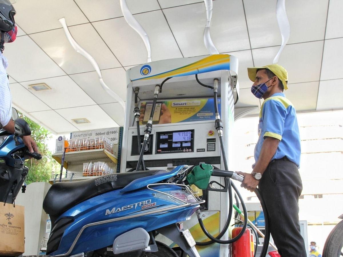 पेट्रोल-डीजल की दरों में एक महीने बाद भी बदलाव नहीं